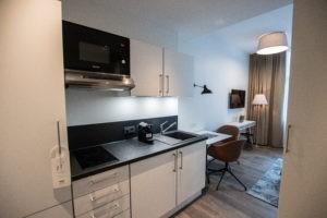 Die Business Apartments verfügen über eine voll ausgestattete Küchenzeile.