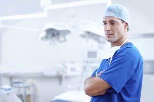 Eine Vorsorgevollmacht kann einen Arzt von der Schweigepflicht entbinden.