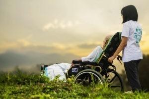 Die Vorsorgevollmacht greift auch bei Pflegebedürftigkeit.