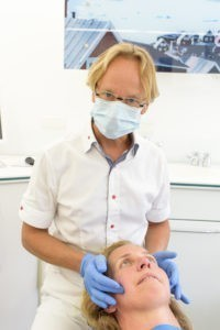 Wer einen Termin für Zahnersatz in Bremen braucht, ist in der Praxis in Schwachhausen an der richtigen Stelle.