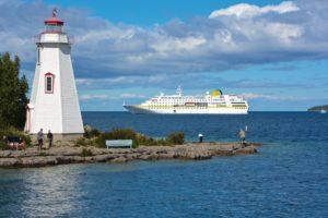 Günstige Schiffsreisen Bremen: Mit der MS Hamburg von Plantours Kreuzfahrten kann man die Großen Seen Kanadas entdecken.