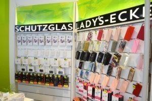 Ein Schutzglas für das Handy-Display gibt es bei Yuekcell.