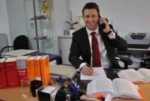 Der Bremer Rechtsanwalt Steffen Speichert berät bei einem Disziplinarverfahren Bremen.