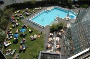 Die Oase ist eine Saunawelt in Bremen mit Pool und Liegewiese
